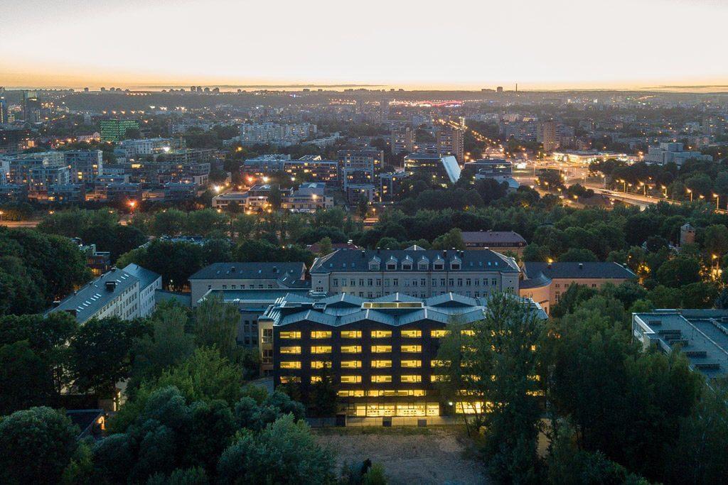 Sovietmečiu statytas pastatas rekonstruotas remiantis universalaus dizaino principais. Norbert Tukaj nuotr.