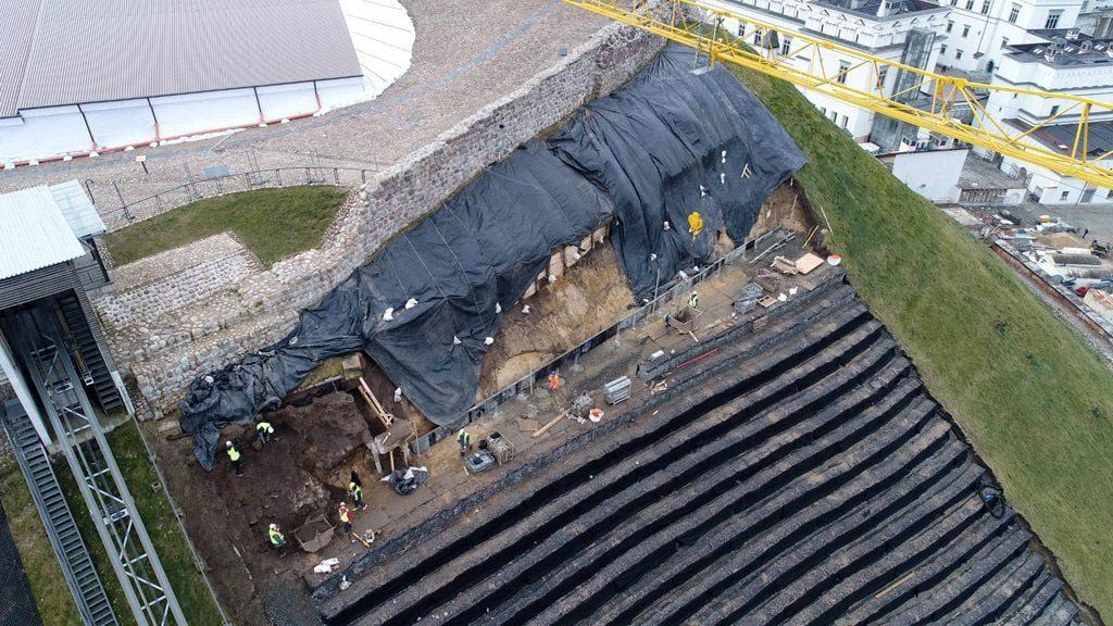 Gelžbetoninių sijų (rostverkų) remonto darbai. 2018 m. sausio mėn. LNM nuotr.