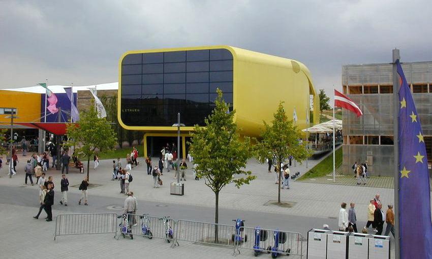 """Lietuvos paviljonas parodoje """"Expo 2000"""" (arch. G. Kuginys, M.Bučienė, V. Ozarinskas, A.Čeponytė). Foto Sascha F. A. Hendel."""