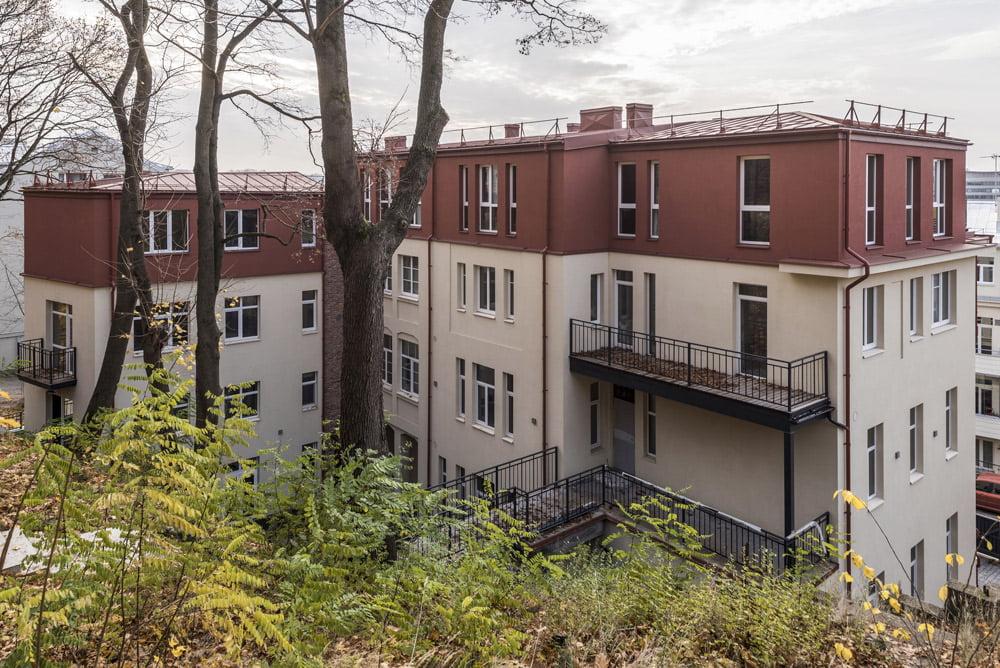Pastato viršutinio aukšto spalva parinkta remiantis viršutinės pastato dalies ir stogo tyrimais. Luko Mykolaičio nuotr.