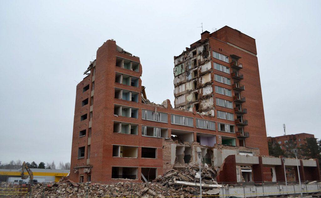 Viešbučio pastato griovimo darbai. A. Račo/alfa.lt nuotr.