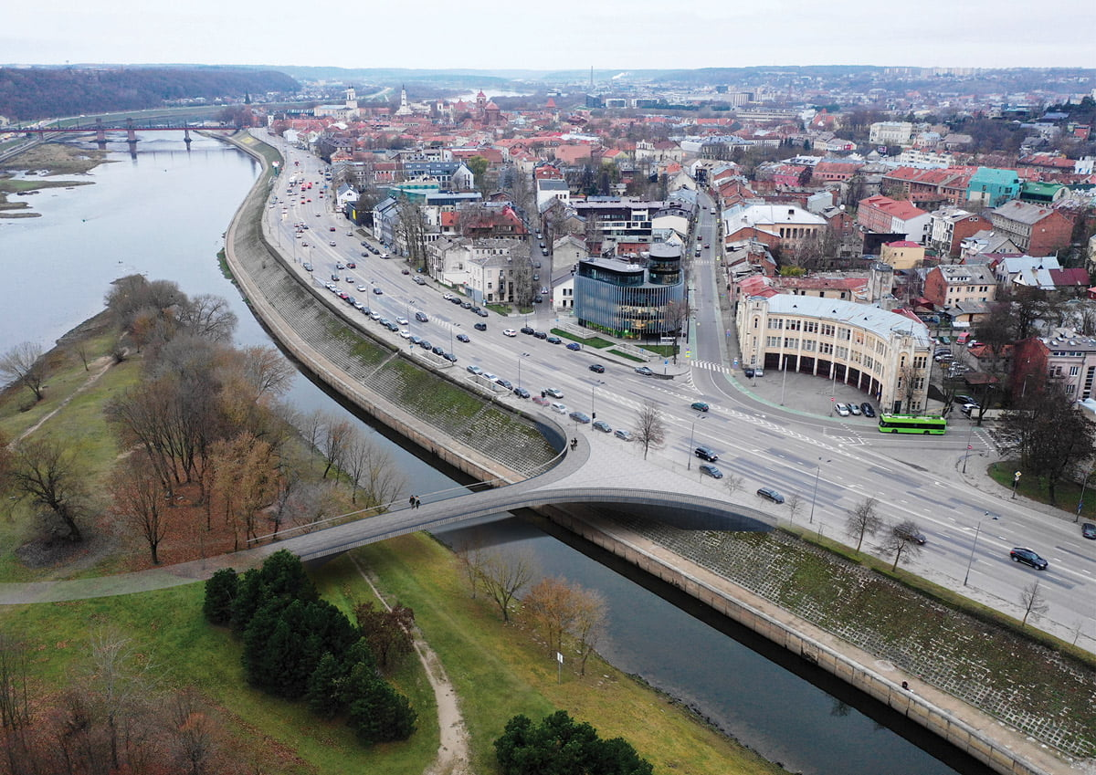 Vaizdas į Kanalo tiltą ir formuojamą prieigų aikštę ties Ugniagesių sankryža. Projekto vizual.