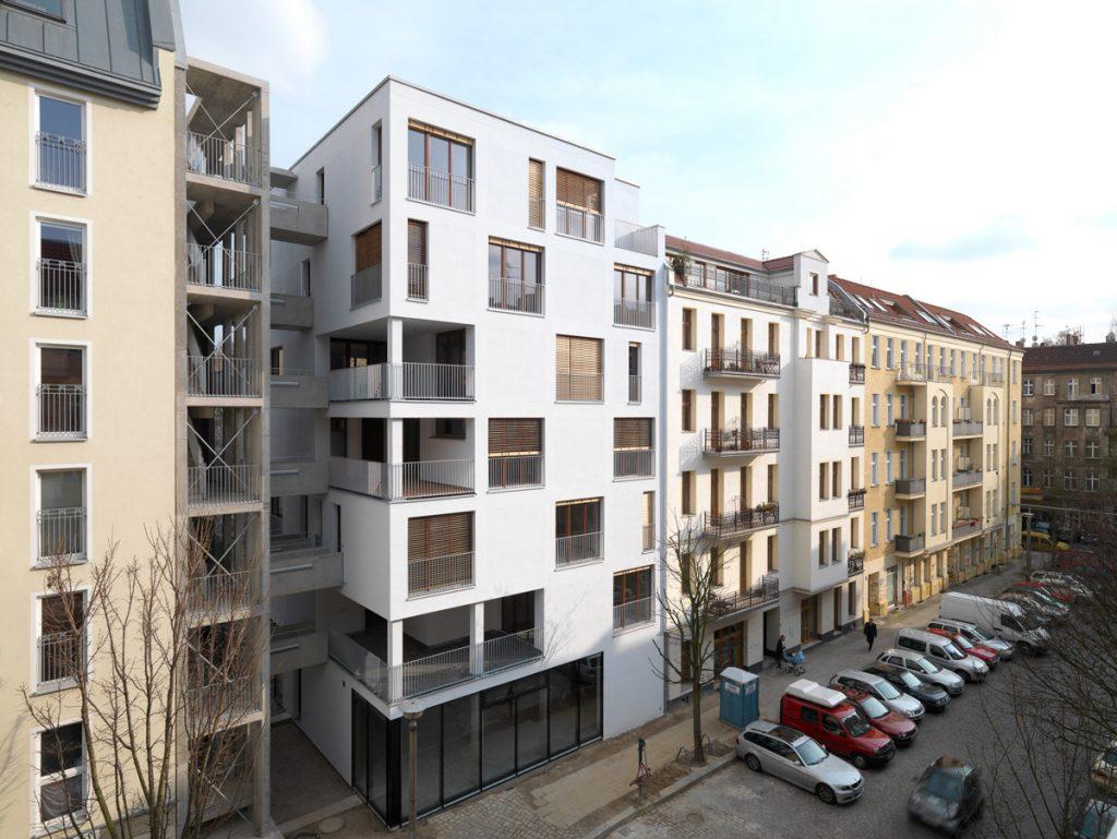 """Daugiabutis e3 Prenzlauerbergo rajone Berlyne (arch. """"Kaden Klingbeil Architekten""""). Aukščiausias medinis daugiabutis Europoje 2008 m."""