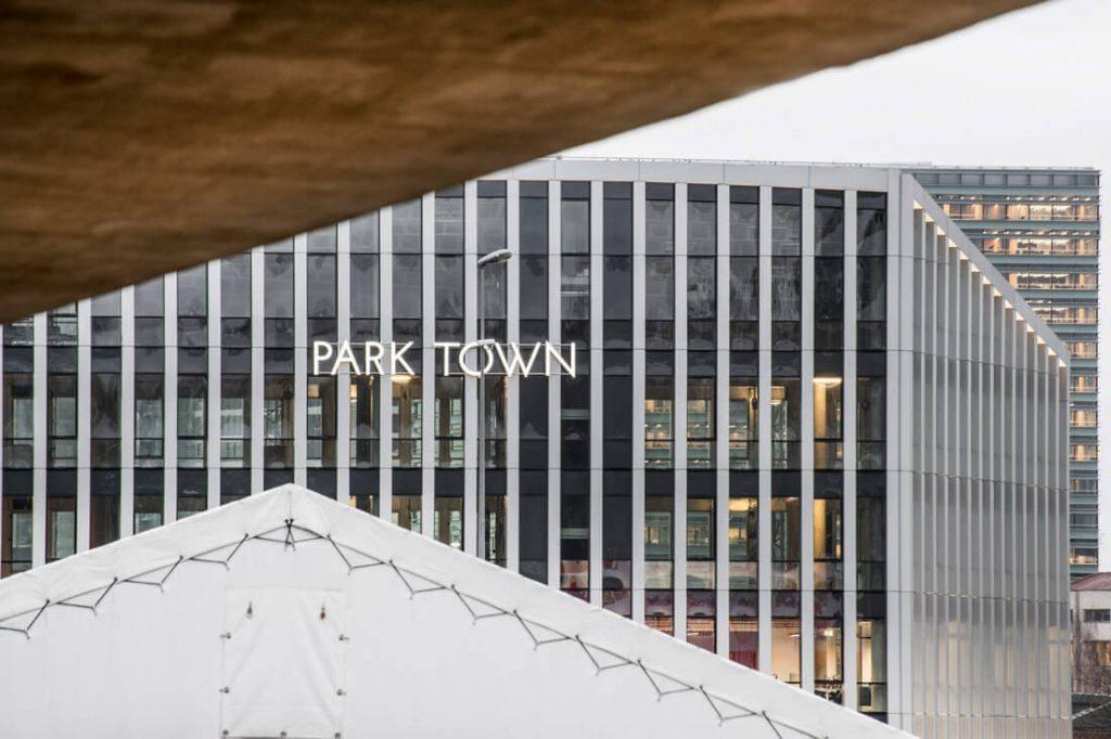 """Verslo centras """"Park Town"""". """"Darnu Group"""" nuotr."""