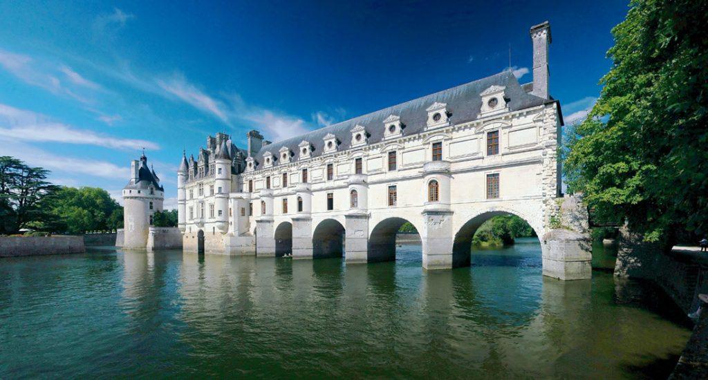Šenonso pilis (pranc. Château de Chenonceau – pilis Prancūzijoje, Šenonso komunoje, Endro ir Luaros departamente, ant Šero upės, viena iš Luaros slėnio pilių.