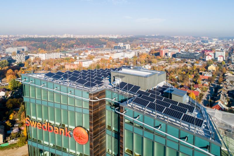 Saulės elektra naudojama efektyvesniam ir taupesniam pastatų šildymui. Irmanto Gelūno nuotr.