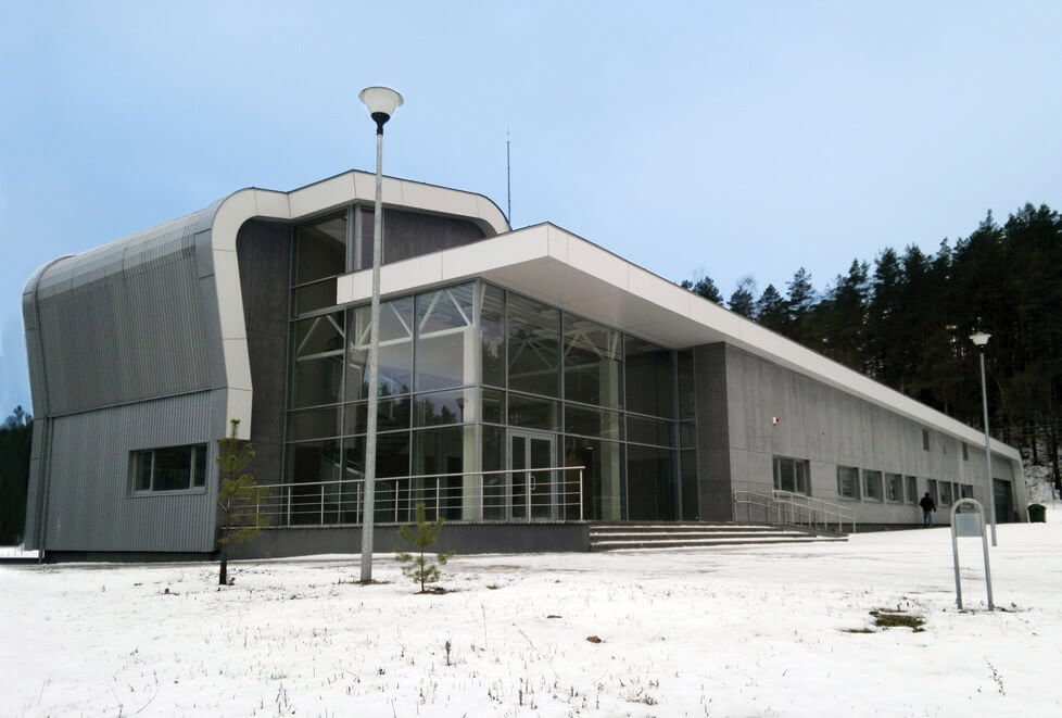 Žiemos sporto centre Ignalinoje įrengti modernūs kalnų keltuvai, čiuožykla, viešbutis ir restoranai. Jokūbo Fišerio nuotr.