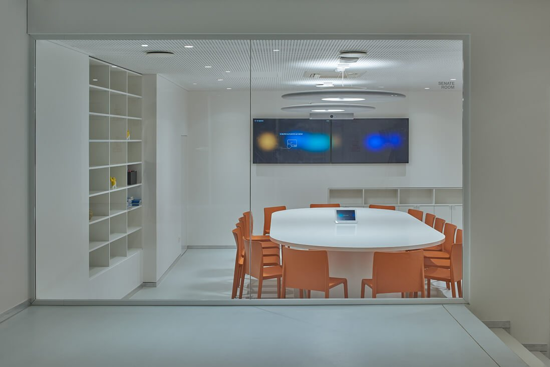 Pasitarimo kambariuose sumontuotos akustinės gipso kartono plokštės. Dariaus Petrulaičio nuotr.