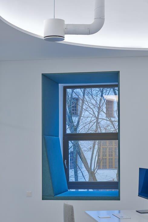 """WIX biuras įsikūręs Vilniaus senamiestyje, Rotušės aikštėje, esančiame pastate, kur kadaise veikė kino teatras """"Maskva"""". Dariaus Petrulaičio nuotr."""