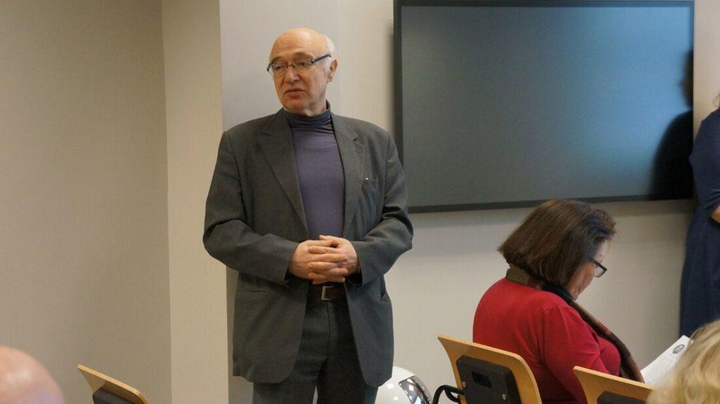VGTU Termoizoliacinių medžiagų ir akustikos laboratorijos mokslo darbuotojas dr. Aleksandras Jagniatinskis.
