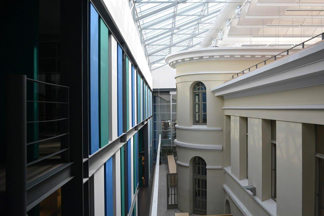 Panevėžio biblioteką sudaro du seni pastatai ir naujas korpusas – iš viso erdvės užima 5 tūkst. kvadratinių metrų.