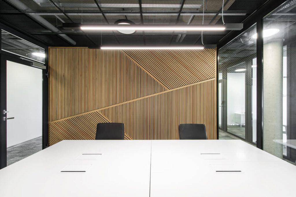 Bendradarbystės centre suprojektuotos ir atviros erdvės, ir daugiau privatumo suteikiantys atskiri kabinetai. Leono Garbačausko nuotr.