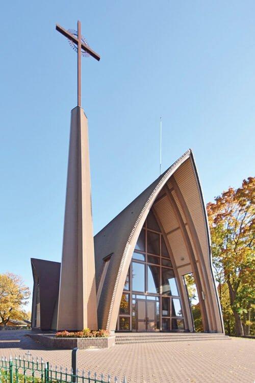 Šv. Jurgio kankinio bažnyčios Dubingiuose projektas parengtas kartu su architekte D. Pauliukoniene.