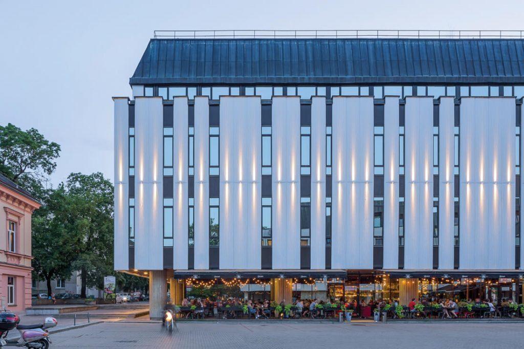 Ryšių rūmų komplekso patalpos šiuo metu nuomojamos įmonėms, o dalyje patalpų įsikūrusios kavinės. Norbert Tukaj nuotr.