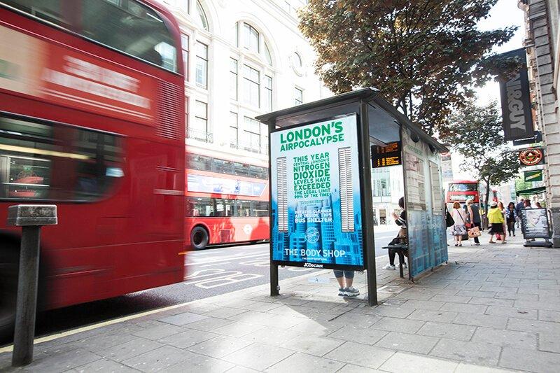 """Švaraus oro zonos užterštuose miestuose – """"Airlabs"""", """"JCDecaux"""" ir """"The Body Shop"""" iniciatyva Londone. Šaltinis: http://airlabs.com/2017/06/28/pollution-fighting-bus-shelters-airlabs-x-jcdecaux-x-the-body-shop/"""