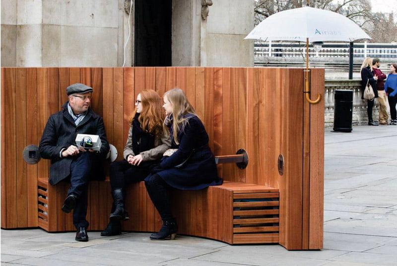 Švaraus oro suoliukas (angl. The Clean AirBench). Šaltinis: https://www.artformurban.co.uk/news/artform-tackle-london-pollutionthrough-innovative-bench-design.html