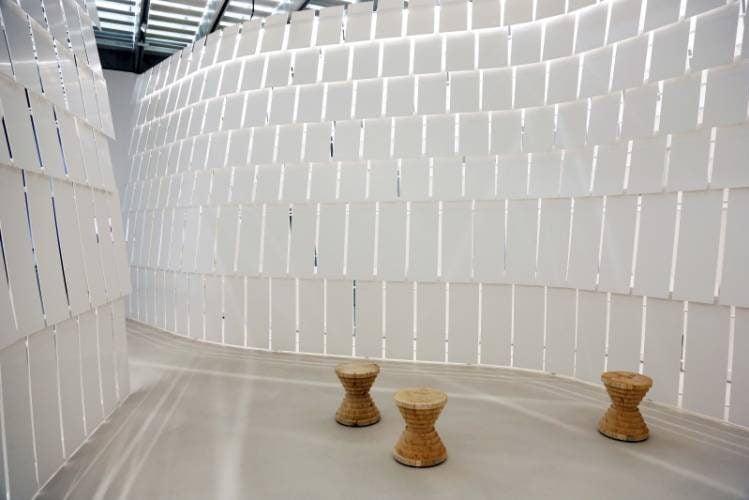 HIMACS lietas dirbtinis akmuo interjeras baldai viesoji erdve muziejus 3
