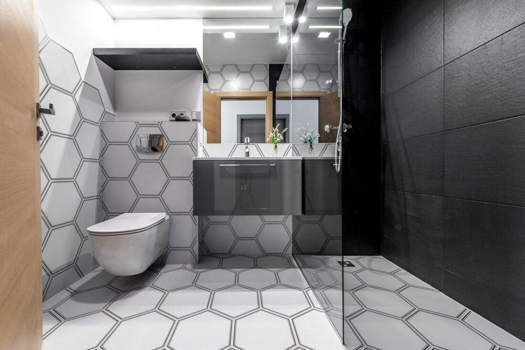 Dušas yra patogesnis ir skubantiems į darbą žmonėms, todėl jaučiama aiški tendencija atsisakyti vonios.