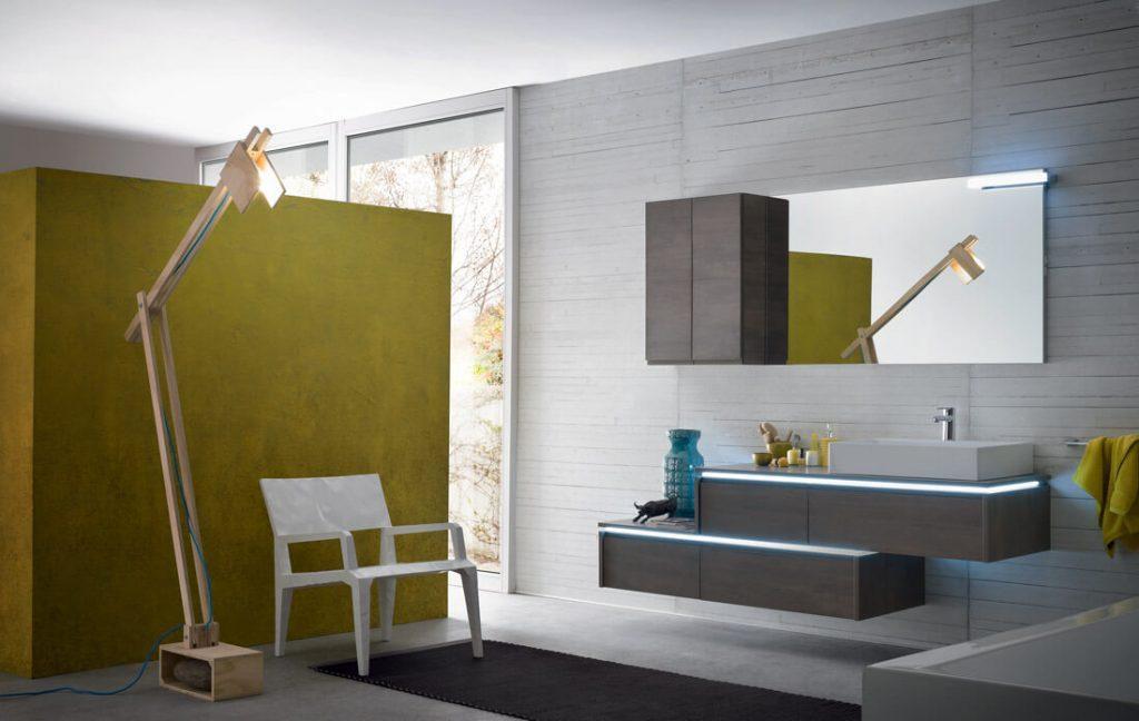 Ekstravagantiškai atrodo juoda vonios patalpa, joje gerai suskamba aukso, vario atspalviai, sukuriantys prabangos įvaizdį.