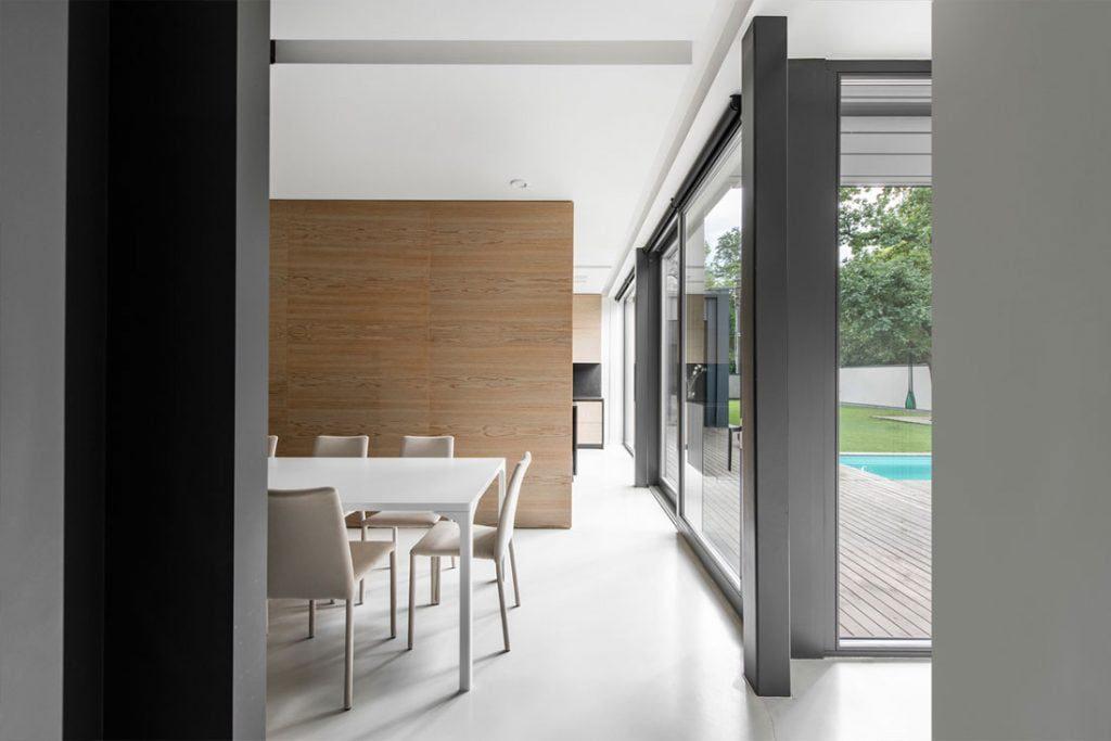"""Poliruoto betono grindys (""""A3D architektai"""", Aurėja Šlančė, Marius Šlančius)."""