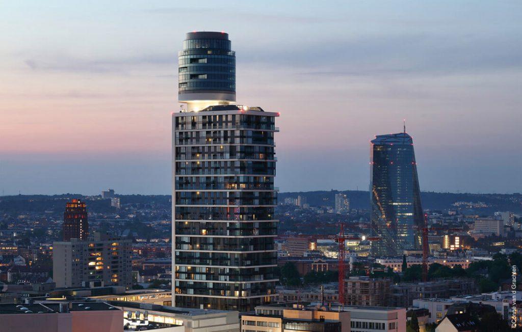 """Henninger Turm (Frankfurtas). Architektai: """"Meixner Schlüter Wendt Architekten"""". Conné van d Grachten nuotr."""