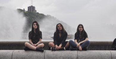 Oro taršai patalpose mažinti trys studentės sukūrė vandens skydą