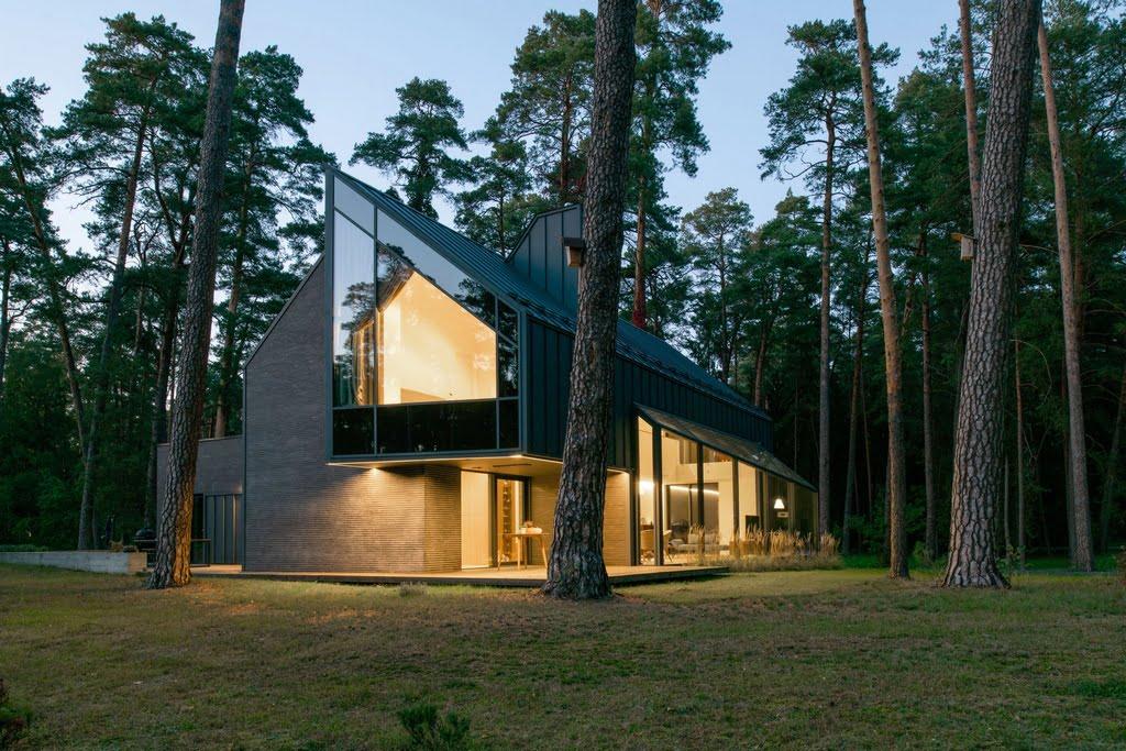 Spyglių namas