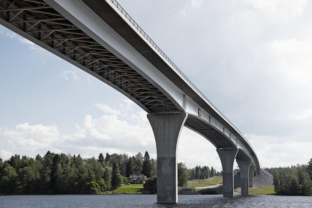 Janėvirtos tiltui, kertančiam Saimos kanalą, prireikė 2430 t iš anksto nudažytų plieninių konstrukcijų.