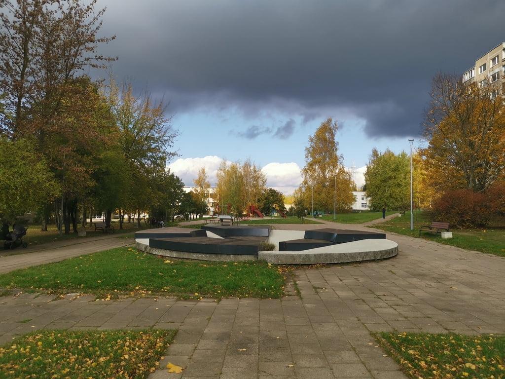 Ant buvusio fontano įrengta instaliacija. M. Grinevičiaus nuotr.