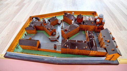 Kalinio sukurtas Lukiškių kalėjimo maketas.