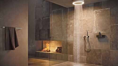 """Išmaniajame vonios kambaryje atsiveria naujos galimybės: vokiečių vonios įrangos ir aksesuarų gamintojas """"Keuco"""" novatorišką apšvietimą integravo į dušo įrenginį. Messe Frankfurt GmbH / """"K euco"""" nuotr."""