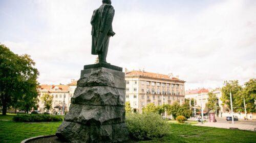 Petro Cvirkos paminklas Vilniuje (BNS nuotr.)