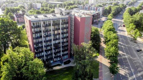 """Renovuotas daugiabutis (Taikos pr. 3, Klaipėda) – """"Metų renovacijos projektas 2021""""."""