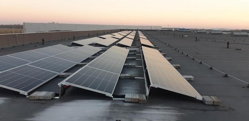 saulės moduliai saulės panelės ant stogo