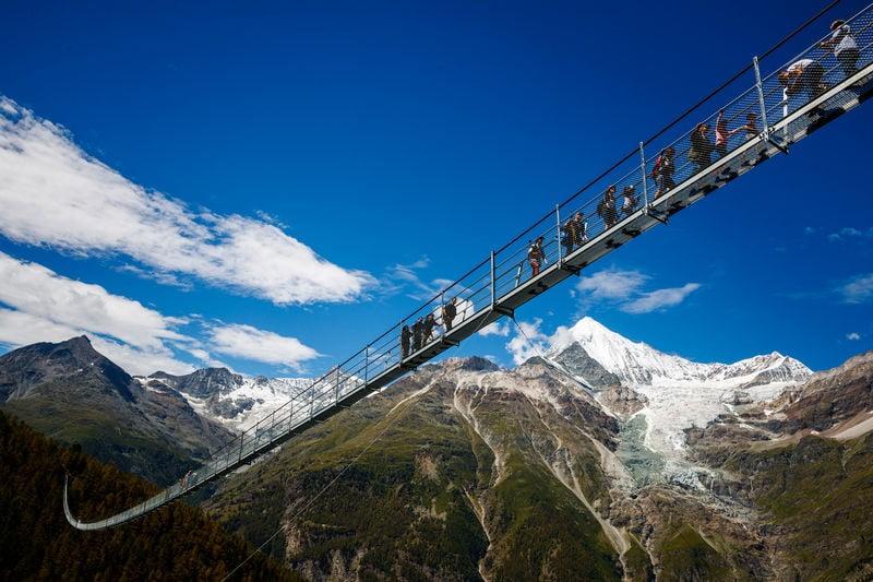 kabantis tiltas sveicarija kalnai