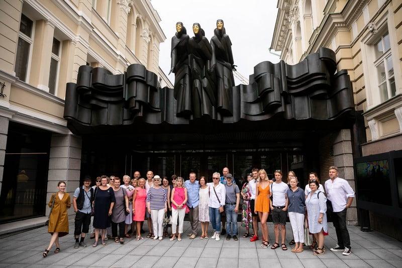 muzu svente skulptura nacionalinis dramos teatras