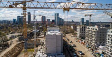 Nuo lapkričio statybininkai taps atsakingi už subrangovų darbuotojų atlyginimus