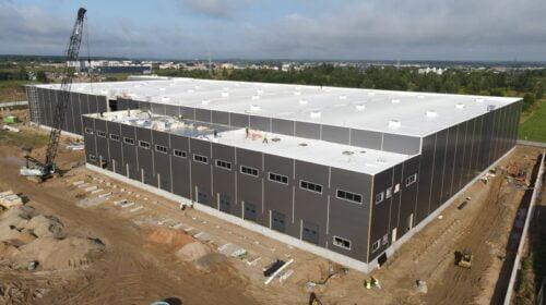 Balta stogo danga dengtas žaliausias Lietuvoje logistikos centras WESTHUB.