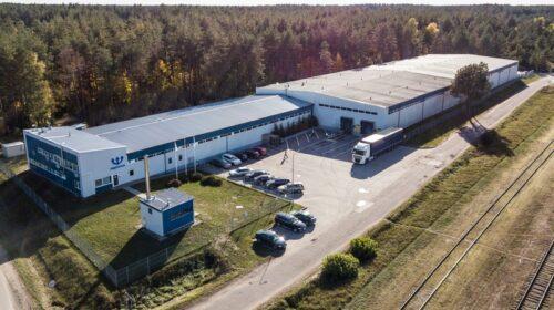 """Natūralaus mineralinio vandens """"Neptūnas"""" gamykla Varėnoje."""