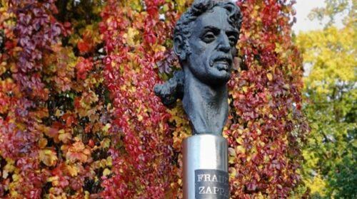 Frank Zappa paminklas Vilniuje.
