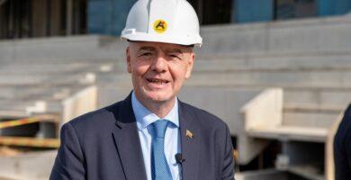Statybų aikštelėje Kaune apsilankęs FIFA prezidentas: esu sužavėtas šiuo stadionu