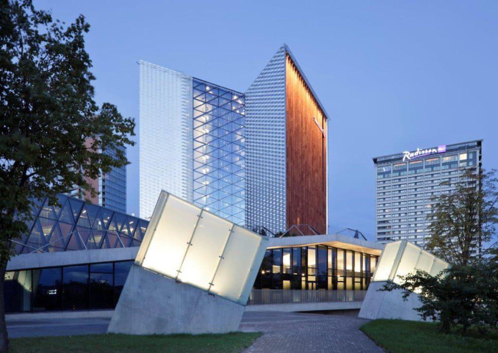 """""""Swedbank"""" centrinė būstinė Vilniuje. Ambraso architektų biuras. Nathan Willock nuotr."""
