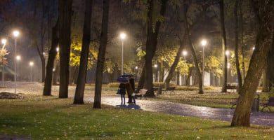 Po dešimtmečio apšviesta Pilių parko teritorija