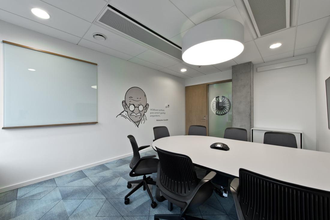 Pasitarimų kambarys, dedikuotas Mohandui Gandhi.