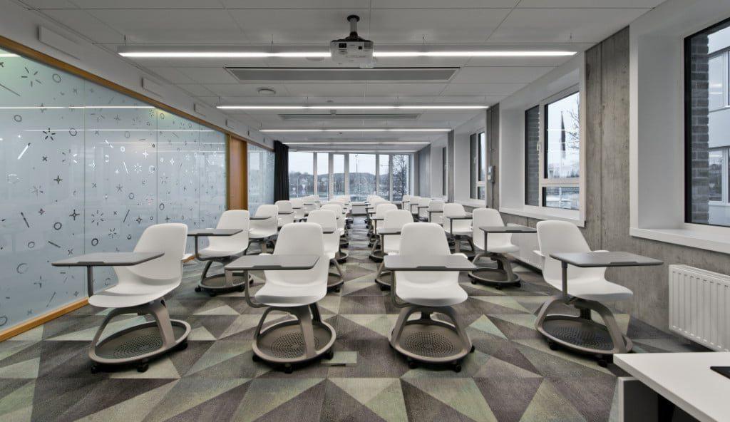 """""""Danske Bank"""" IT paslaugų centre (DGITL) įdiegtos automatizuotos apšvietimo valdymo sistemos. Leono Garbačausko nuotr."""