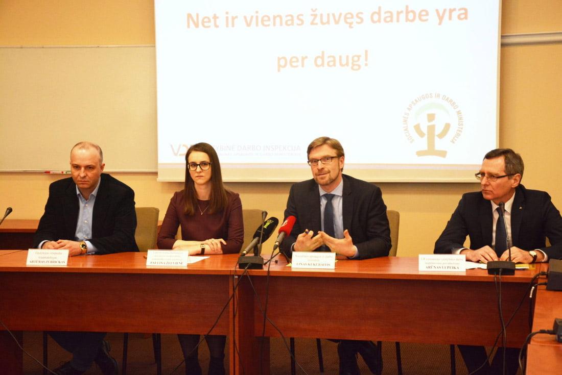 Artūras Zubrickas, Paulina Želvienė, Linas Kukuraitis ir Arūnas Lupeika. Socialinės apsaugos ir darbo ministerijos nuotr.