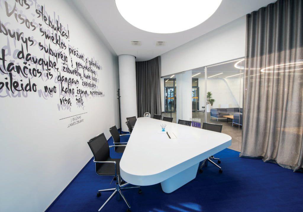 """Biurų pastato """"Delta"""" """"Technopolyje"""" interjerą suprojektavo Tomas Jasiulis, Indrė Brazaitytė ir Monika Butkutė. Ligitos Vaitkutės nuotr."""