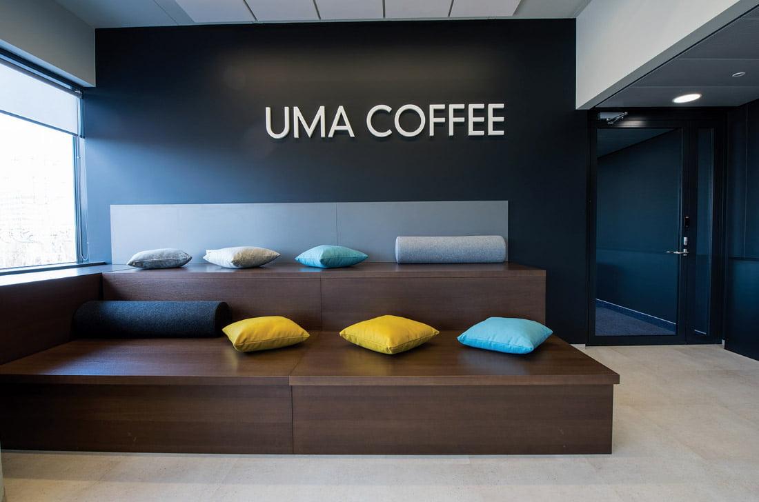 Bendradarbystės erdvėje UMA darbuotojų patogumui įrengtos poilsio zonos, kavinė-valgykla. Ligitos Vaitkutės nuotr.