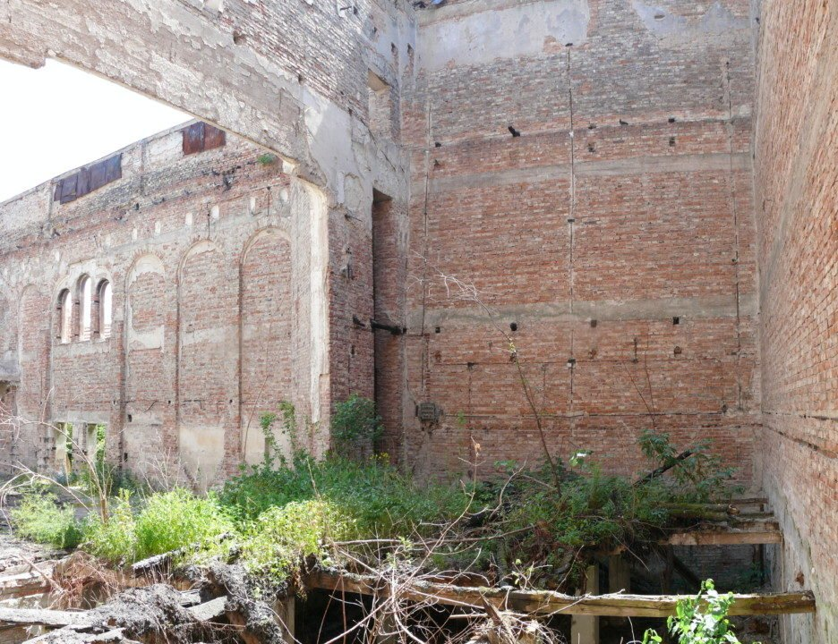 Kultūros rūmai Blaj miesto istoriniame centre, Transilvanijos istoriniame regione, Rumunijoje, prieš restauravimą. archipendium.com nuotr.