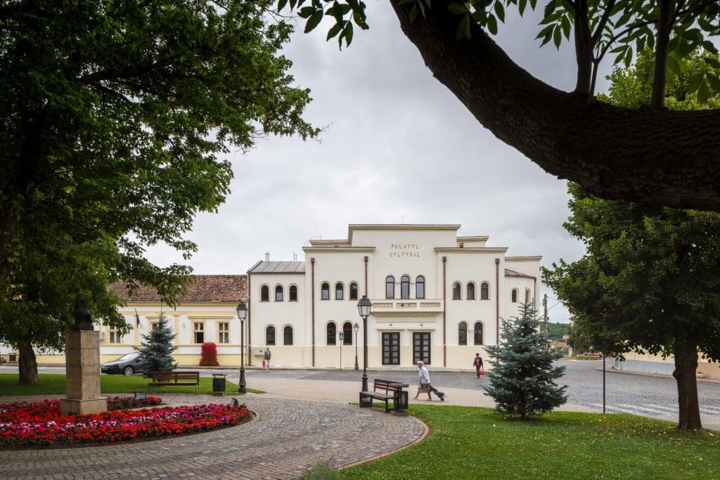 Kultūros rūmai Blaj miesto istoriniame centre, Transilvanijos istoriniame regione, Rumunijoje, po restauravimo.  archipendium.com nuotr.